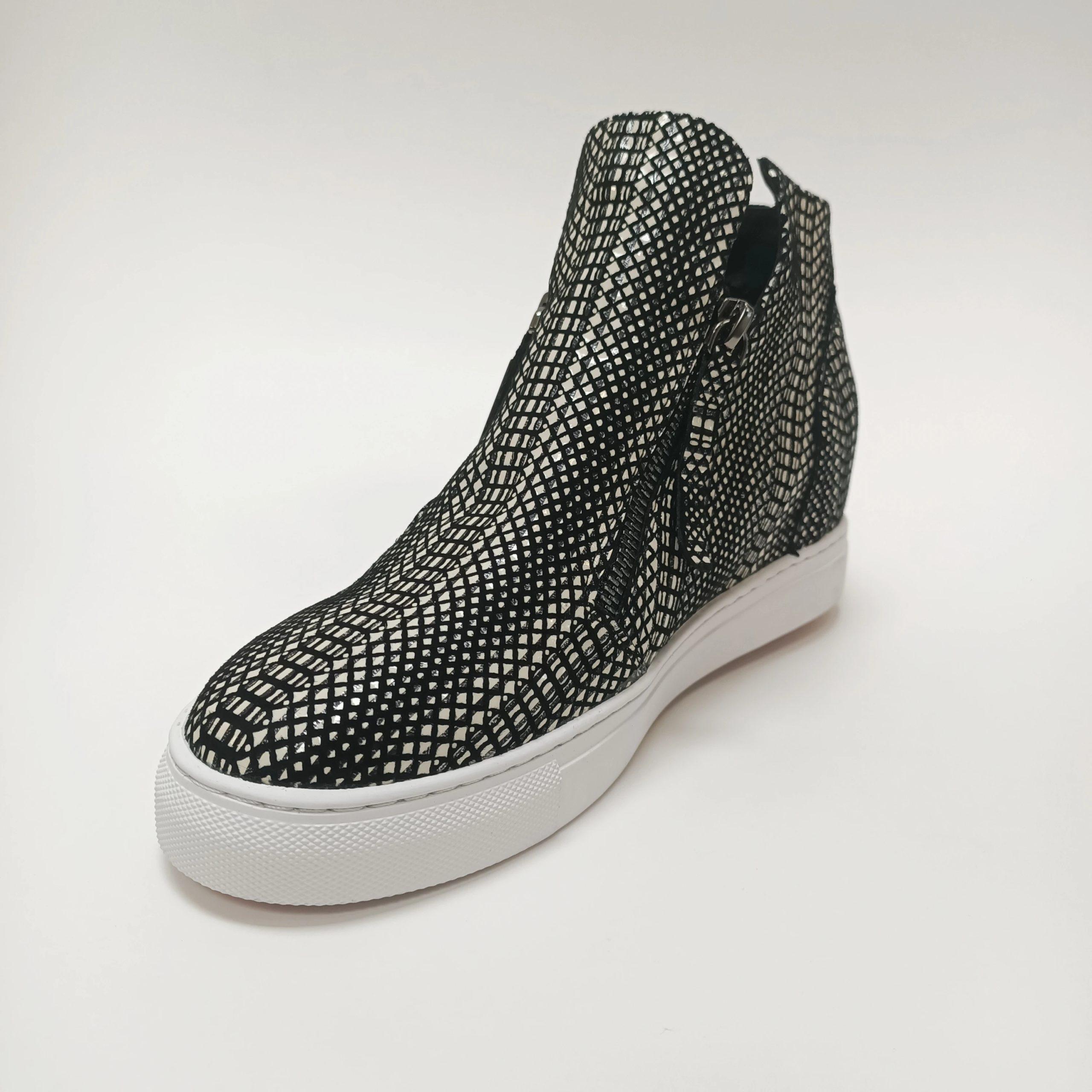 Willott Boot - Black Tire Tread - Minx